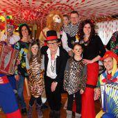 Artisten, Clowns und Raubtier-Mäschgerle