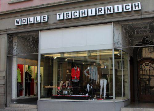 Bierbar (Hirschen). Im ehemaligen Modegeschäft Tschirnich in der Kirchstraße entsteht bis im Juli eine Bierbar. Der Name steht noch nicht fest.