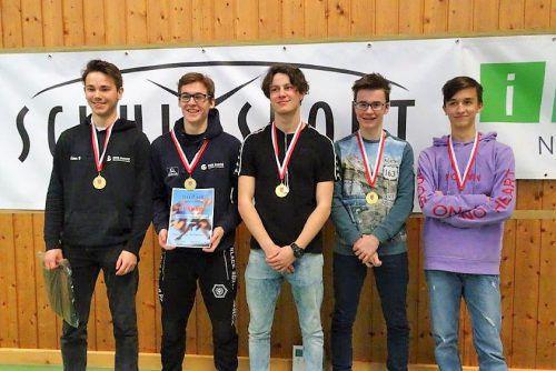 Das erfolgreiche Quintett: Arian Hodzic, Stefan Lindenbauer, Tim Achtergael, Samuel Rinner und Jakob Pirolt (v. l.) Schule