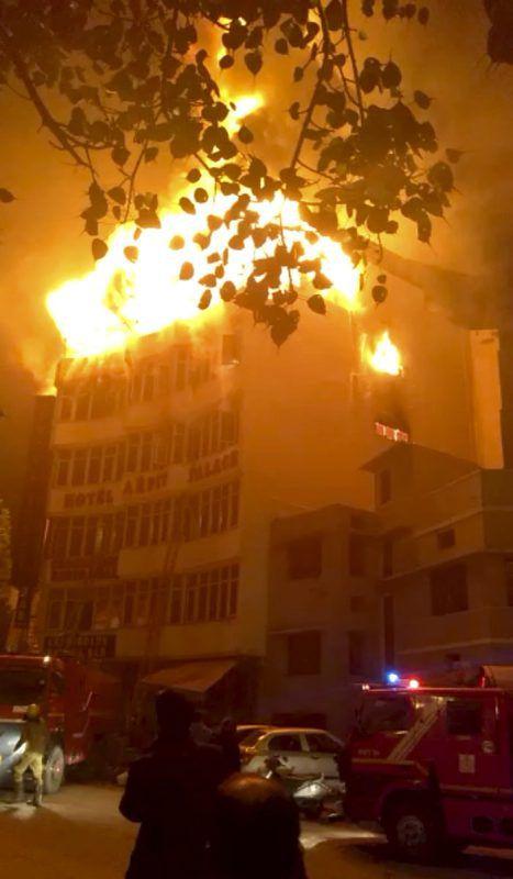 Das Feuer breitete sich in den obersten Stockwerken aus. AP