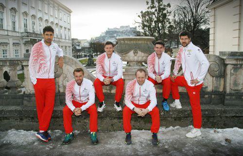 Das ÖTV-Team am Salzburger Mirabellplatz(v. l.): Philipp Oswald, Oliver Marach, Dennis Novak, Stefan Koubek, Jurij Rodionov und Jürgen Melzer.GEPA