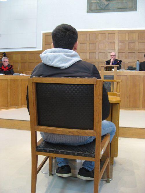 Der Angeklagte wurde wegen schwerem Betrug und Geldfälschung verurteilt. EC