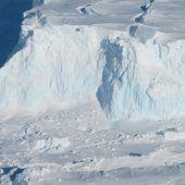 Riesiger Hohlraum unter Antarktis-Gletscher entdeckt