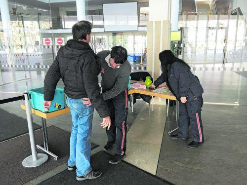 Derzeit werden Besucher noch von ÖWD-Bediensteten kontrolliert.