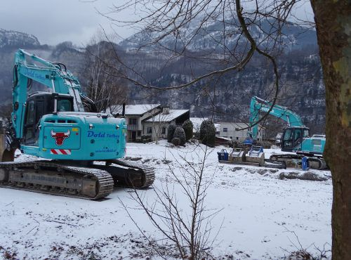 Die Bagger stehen bereit: Im Februar sollen MPreis und Kindi gebaut werden. tf