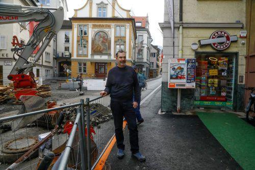Die Baustelle in der Kirchstraße sorgt für Ärger: Romanus Dürr berichtet von extremen Umsatzeinbußen. vn/Paulitsch