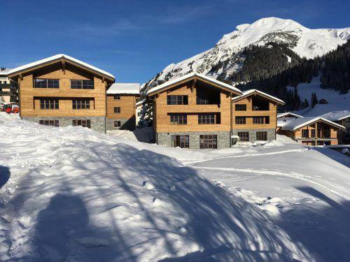 Die Chalets in Lech sollen im Sommer fertiggestellt sein. Ramic