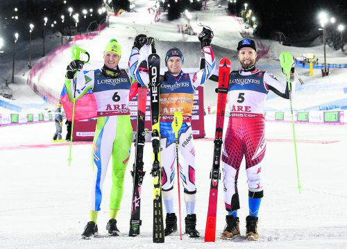 Die drei Besten in der WM-Kombination: Alexis Pinturault wird von Stefan Hadalin (l.) und Marco Schwarz umrahmt.apa