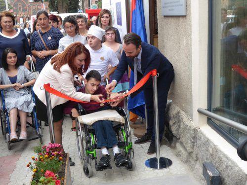 Die Eröffnung der Bäckerei samt Café war für alle eine große Freude.caritas
