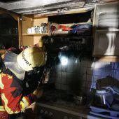 Familie flüchtet wegen brennender Fritteuse