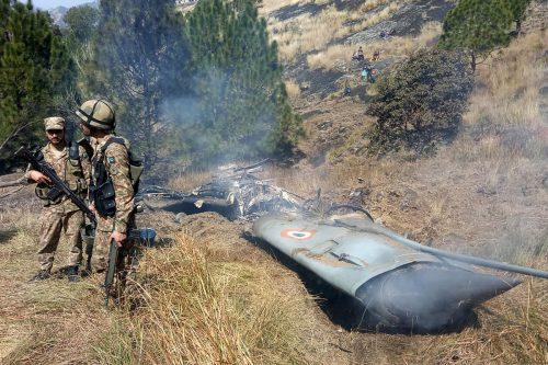 Die indische Maschine schlug in pakistanischem Gebiet in Kaschmir auf. afp