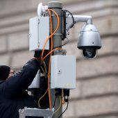 Überwachungspaket Fall fürs Höchstgericht