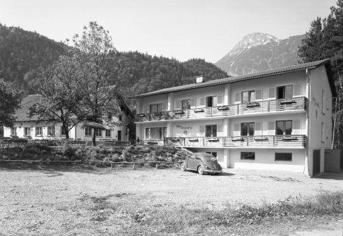 Die Pension Alfenz mit Haus Montafon im Jahr 1962.