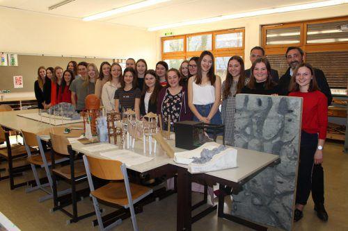 Die Schüler der 3a-Klasse an der Bildungsanstalt für Elementarpädagogik entwarfen zahlreiche Modelle für den Wildpark. heilmann