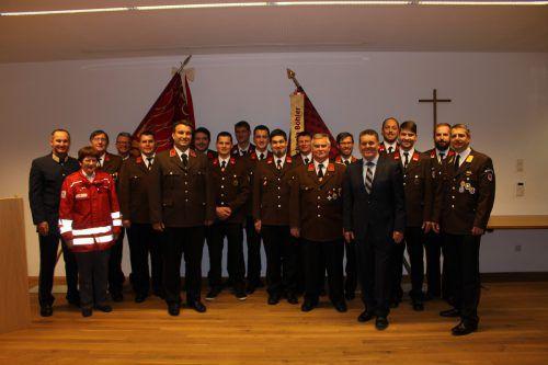 Ehrengäste und Beförderte bei der jüngsten Jahreshauptversammlung der Feuerwehr Wolfurt. FW Wolfurt