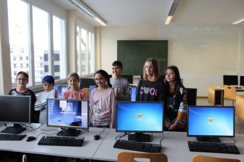 """Ein abwechslungsreiches Programm begeisterte die Volksschüler bei ihrem Besuch am """"Tag der offenen Tür"""" in der Mittelschule in Lochau. bms"""