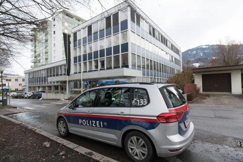 Ein türkischer Asylwerber wird beschuldigt, den Leiter des Sozialamts an der BH Dornbirn mit einem Messer attackiert und tödlich verletzt zu haben. VN/Stiplosvsek