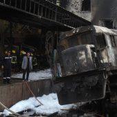 Zug geht in Flammen auf