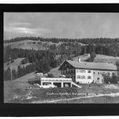 <p>Eine alte Aufnahme vom Gasthaus Hochlitten in Riefensberg.</p>
