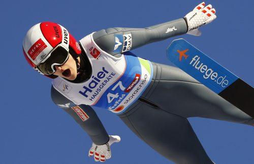 Eva Pinkelnig bestätigte ihre gute Form vom Teambewerb im Einzelspringen und belegt den sehr guten fünften Rang.ap