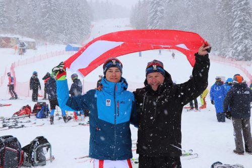 Familienpower im Schnee: Bronzemedaillengewinner Lukas Feurstein (links) mit Papa Patrick.gepa/2