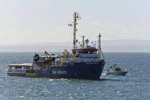 Fast zwei Wochen mussten die Menschen auf dem Schiff ausharren. AP