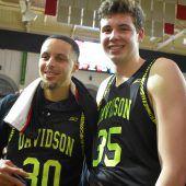 Basketball-College-Spieler Luka Brajkovic traf Superstar Stephen Curry. C1