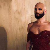 Conchita mit Glatze