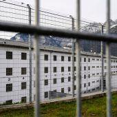 Aus Sicherheitsgründen: Mordverdächtiger zur U-Haft nach Innsbruck überstellt. B1