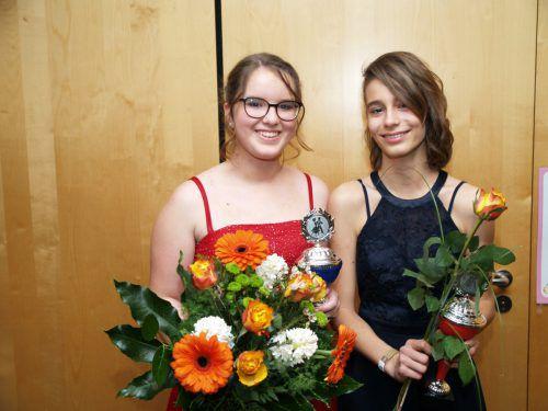 Gewinnerinnen des Turniertanzens: Clara Kolar und Teresa Innerkofler.