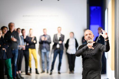 Harald Gründl von Designbüro EOOS nahm die Gäste mit auf eine Reise durch die Entstehungsgeschichte der Supersystem integral collection. FA/Rhomberg