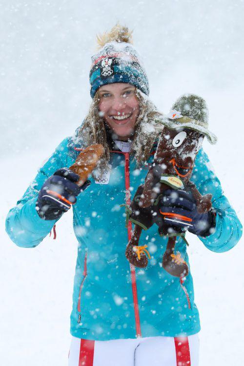 Heftiger Schneefall im Ziel: Magdalena Egger nach ihrer Zauberfahrt. gepa/2