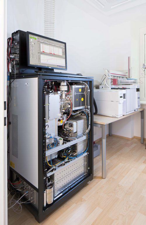 Hochauflösendes Massenspektrometer: Um Sicherheitstechnik geht es an der FH. FH