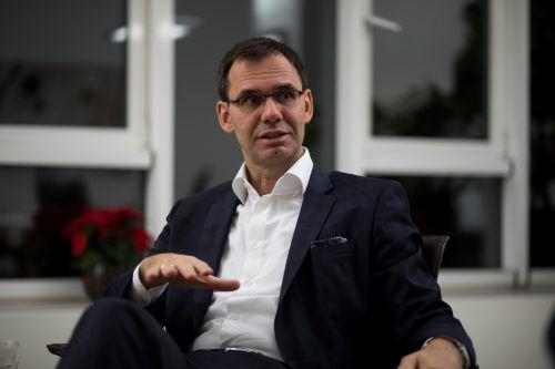 Markus Wallner nimmt seine Mitarbeiterin in Schutz. VN/Paulitsch