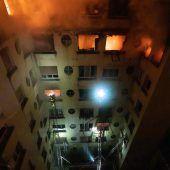 Bewohner flohen vor Flammen aufs Dach