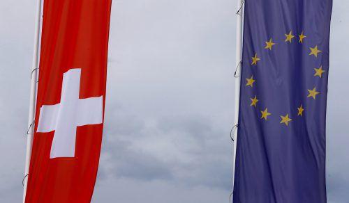 Im Nachbarland mehren sich die kritischen Stimmen zum Rahmenabkommen. Unter anderem werden ausufernde Rechte für EU-Bürger befürchtet. reuters