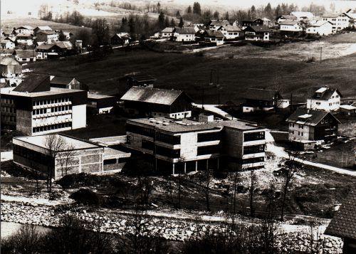 Im Ortsteil Pfister entstand neben der Hauptschule das neue Gymnasium.