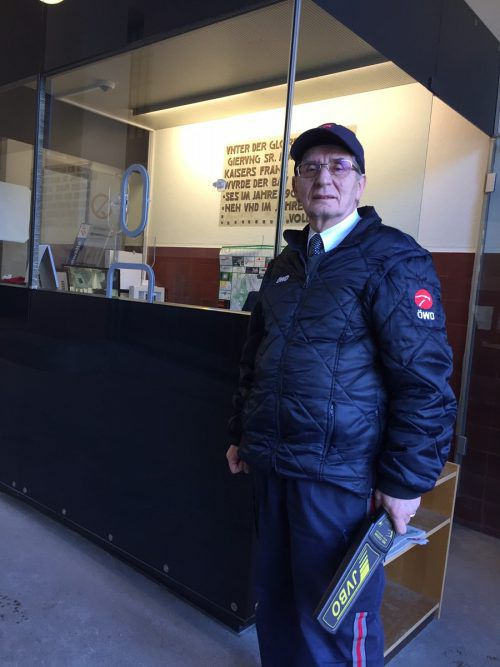 Josef Krobath, 70, wacht über den Zugang am Landesgericht Feldkirch.VN/GS