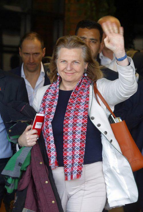 Karin Kneissl wurde am Freitag auf dem Flughafen von Kathmandu empfangen. ap