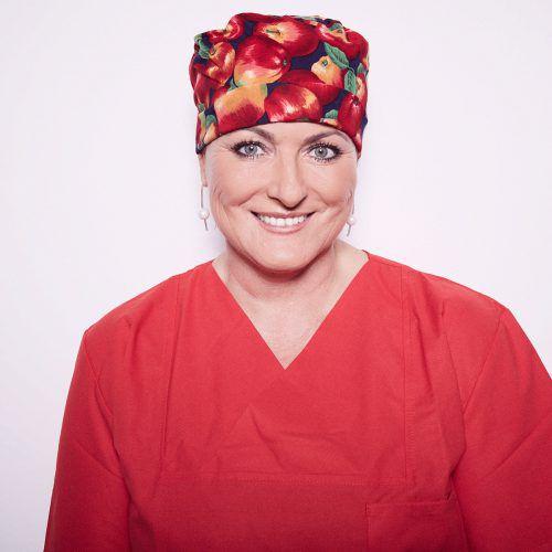 Karin Riedl ist Anästhesistin, Notärztin und paramedizinische Pigmentiererin. Spital