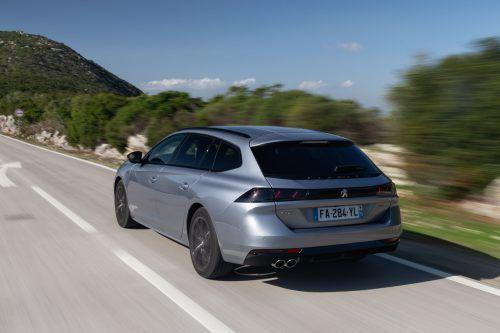 Knapp ein Jahr nach dem Start der Limousine schiebt Peugeot nun die Kombivariante des 508 hinterher. Die bietet viel Platz und moderne Technik. Wichtigster Unterschied zum Viertürer ist der große Laderaum, der schon im Fünf-Personen-Betrieb 530 Liter schluckt. Wird das hintere Gestühl umgeklappt, sind es sogar1780 Liter.