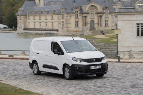 Kompaktheit in zwei Längen offeriert Peugeot im neu gemachten Partner: Der Franzose ist entweder mit 4,403 oder mit 4,753 Metern orderbar.
