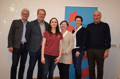 Konrad Schwarz, UNIkumm-Obmann Ferry Orschulik, Referentin Julia Weratschnig, Anna Franz, Martina Rüscher und Anton Wirth.