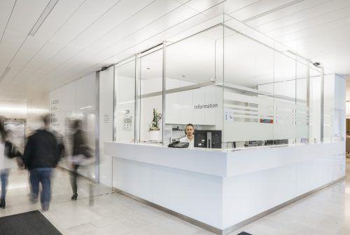 Krankenhaus Dornbirn: Sensible Bereiche wie Einfahrten, Wartezonen oder auch Flure werden mit Kameras überwacht. Lisa mathis
