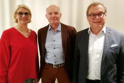 Kurt Greber,Krankenpflegeverein Buch (Mitte), im Bild mit Herbert Schwendinger und Gaby Wirth (Landesverband Hauskrankenpflege). mst