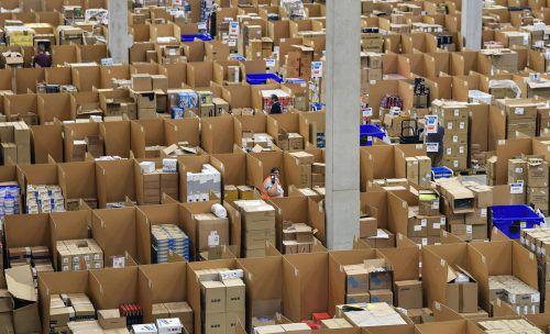 Logistikzentrum von Amazon – jetzt wird die Marktmacht untersucht.AP