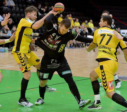 Lukas Frühstück (l.), und Luka Kikanovic (r.) vermochten Nikola Aljetic und sein Team nicht zu stoppen.GEPA