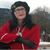 Närrisches Kleeblatt in Frauenhand