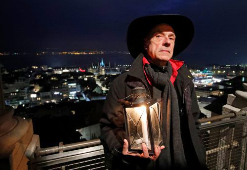 Renato Häusler hält als Nachtwächter eine über 600 Jahre alte Tradition am Leben. Reuters