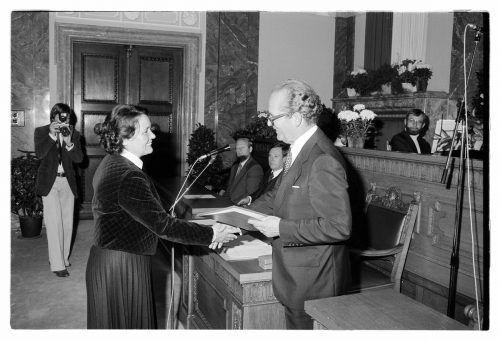 Rosl Bitschnau wurde 1979 von Landeshauptmann Herbert Kessler mit dem Ehrenzeichen des Landes Vorarlberg ausgezeichnet.Rudolf Zündel(VN), Helmut Klapper, Sammlung Risch-Lau, Vorarlberger Landesbibliothek